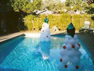 christmas-tree-in-pool