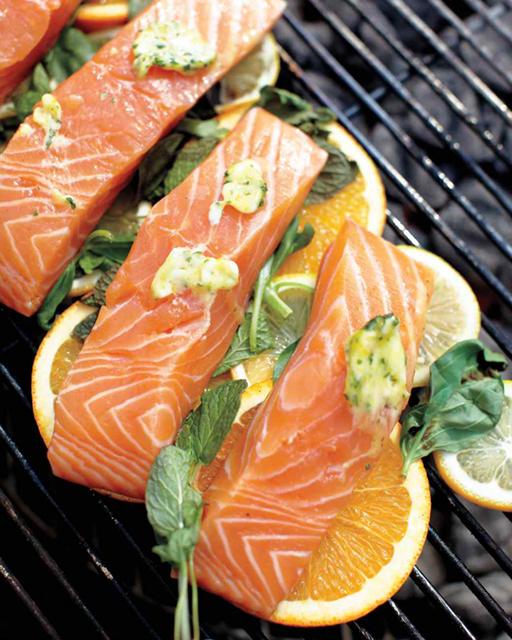 grilled-fish-on-lemons